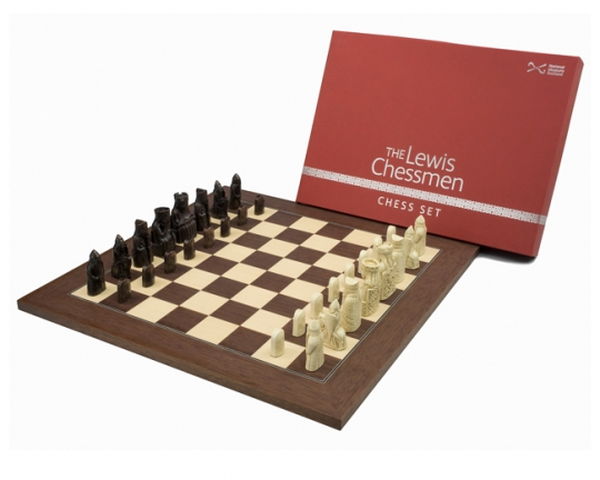 Official Lewis Montgoy mid-sized chess set