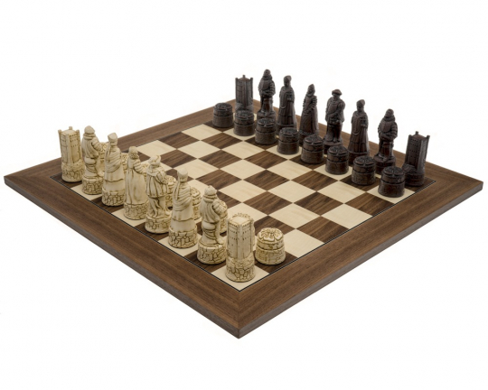 Walnut Berkeley Chess English Russet Chess Set